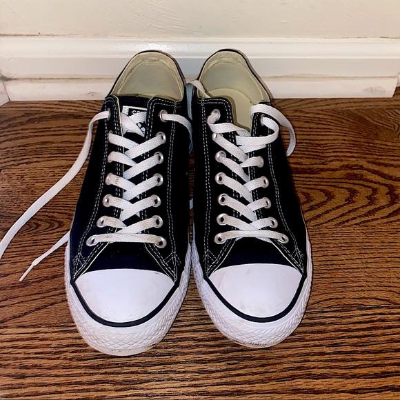 Men's Size 10.5 Converse All Star low top sneaker
